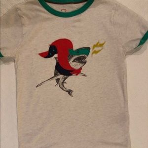 Mini Boden Super Shark appliqué shirt